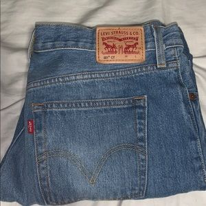 Ripped Levi 501 Mom Jeans
